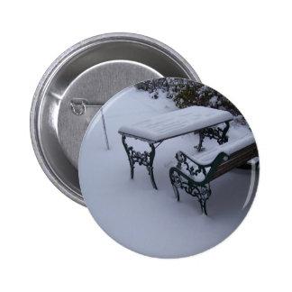 Banco en un día nevoso pins