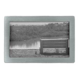 Banco por la imagen blanco y negro del río hebillas cinturon rectangulares