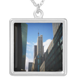 Banco Santander y los edificios de Dumont, NYC Colgante Cuadrado