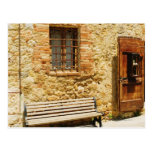 Banco vacío delante de una pared, Monteriggioni, Postal