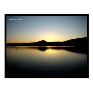 Bancos del lago en la postal de la foto de la pues