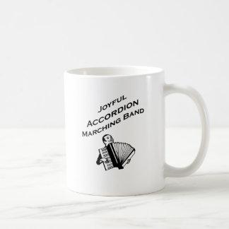 Banda alegre del acordeón tazas de café
