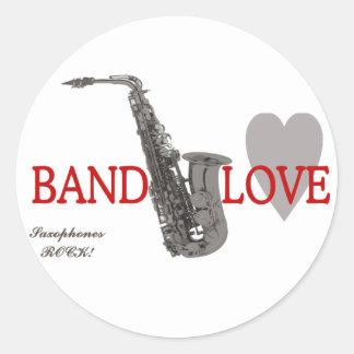 Banda amor roca de los saxofones etiqueta redonda