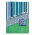 Banda azul y verde del lunar de las rayas le tarjeta de felicitación