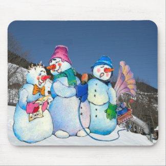 Banda del muñeco de nieve que canta en la ladera tapete de ratones