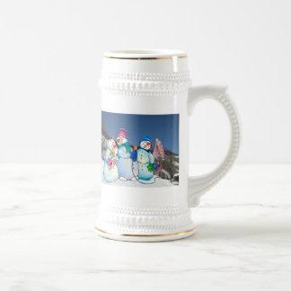 Banda del muñeco de nieve que canta en la ladera taza de café