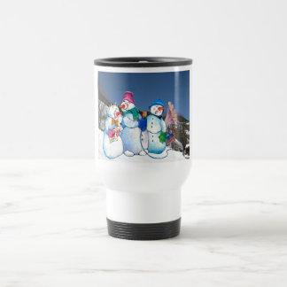 Banda del muñeco de nieve que canta en la ladera tazas de café