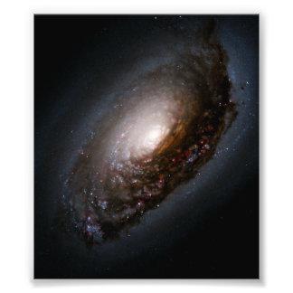 Banda del polvo alrededor del núcleo de la galaxia fotografía