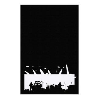 Banda en la silueta B&W del concierto de la etapa Papelería Personalizada