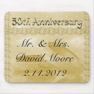 Bandas de oro del aniversario del sistema del amor mouse pads
