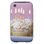 Bandeja de magdalenas del cumpleaños con las velas iPhone 3 tough coberturas