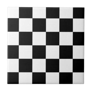 Bandera a cuadros a cuadros el competir con auto azulejo cuadrado pequeño