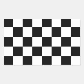 Bandera a cuadros a cuadros el competir con auto pegatina rectangular