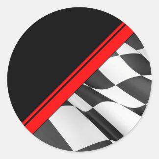 Bandera a cuadros de la raya roja que compite con pegatina redonda