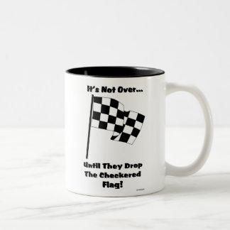 bandera a cuadros tazas de café