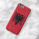Bandera albanesa rascada y rasguñada funda de iPhone 6 barely there