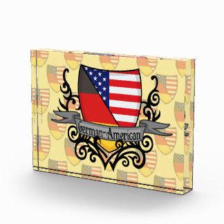 Bandera Alemán-Americana del escudo