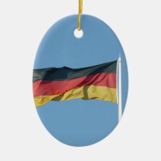 Bandera alemana adorno navideño ovalado de cerámica