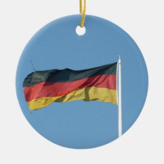 Bandera alemana adorno navideño redondo de cerámica