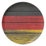 Bandera alemana con efecto de madera áspero del gr platos para fiestas
