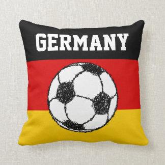 Bandera alemana con fútbol cojines