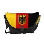 Bandera alemana con la bolsa de mensajero del escu bolsa de mensajería