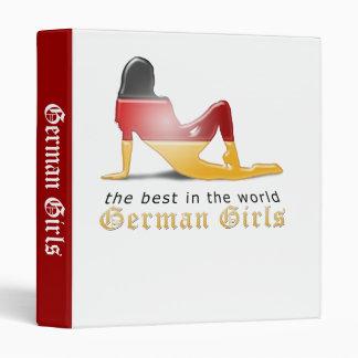 "Bandera alemana de la silueta del chica carpeta 1"""