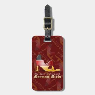 Bandera alemana de la silueta del chica etiquetas bolsas