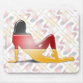 Bandera alemana de la silueta del chica mousepads