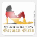 Bandera alemana de la silueta del chica colcomanias cuadradas personalizadas