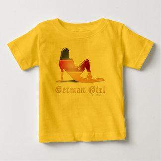 Bandera alemana de la silueta del chica playera para bebé