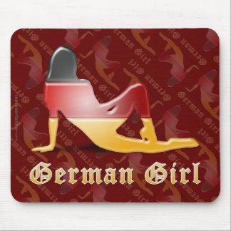 Bandera alemana de la silueta del chica tapete de ratón