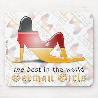 Bandera alemana de la silueta del chica tapetes de ratón