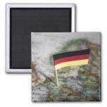 Bandera alemana en mapa imán cuadrado