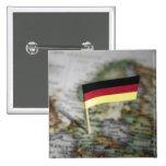 Bandera alemana en mapa pin cuadrada 5 cm
