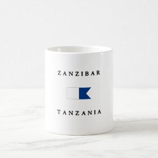 Bandera alfa de la zambullida de Zanzíbar Tanzania Taza Básica Blanca