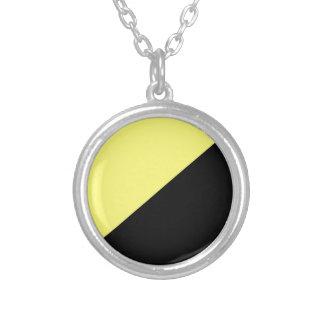 Bandera amarilla y negra del capitalismo de colgante redondo