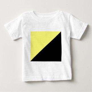 Bandera amarilla y negra del capitalismo de remera