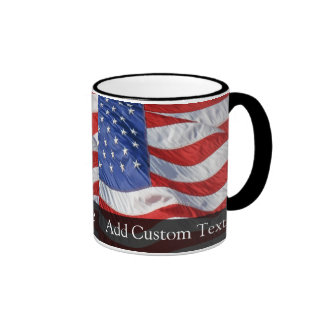 Bandera americana, agitando en viento taza de café