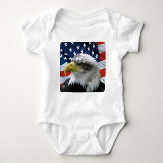 Bandera americana calva de Eagle Mameluco De Bebé