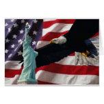 Bandera americana con American Eagle y señora Libe Tarjetas