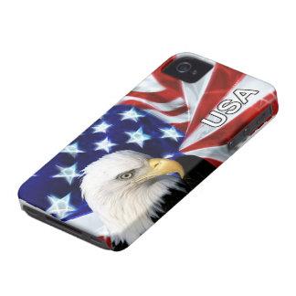 Bandera americana con Eagle calvo patriótico iPhone 4 Carcasas