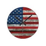 Bandera americana con efecto de madera áspero del  relojes de pared