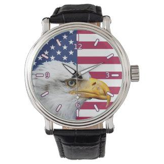 Bandera americana con el reloj de la correa de