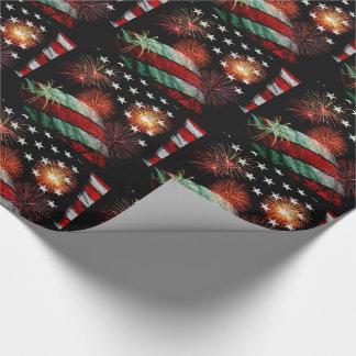 Bandera americana con los fuegos artificiales papel de regalo