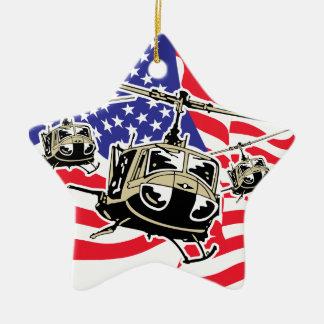 Bandera americana con los helicópteros adorno navideño de cerámica en forma de estrella