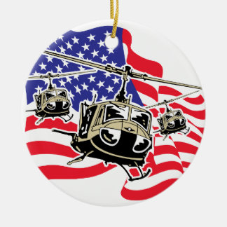 Bandera americana con los helicópteros adorno navideño redondo de cerámica