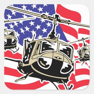 Bandera americana con los helicópteros pegatina cuadrada