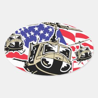 Bandera americana con los helicópteros pegatina ovalada