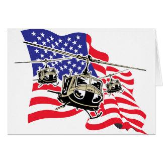 Bandera americana con los helicópteros tarjeta de felicitación